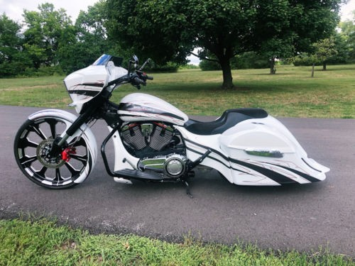 2017 Victory Cross Country Magnum X-1 White photo