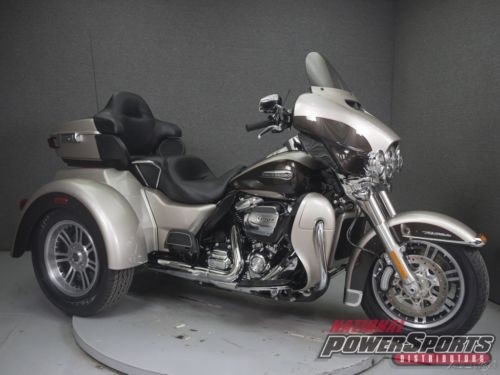 2018 Harley-Davidson FLHTCUTG TRIGLIDE ULTRA CLASSIC SILVER FORTUNE/SUMATRA BROWN photo