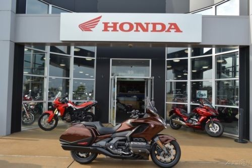 2018 Honda Gold Wing® Automatic DCT Pearl Stallion Brown Brown photo