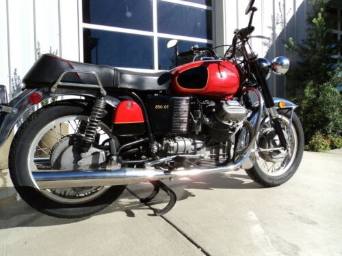 1973 Moto Guzzi 850GT Red photo