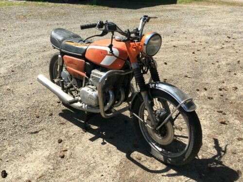1973 Suzuki GT380 Orange photo