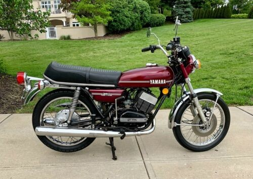 1974 Yamaha RD350 Purple photo