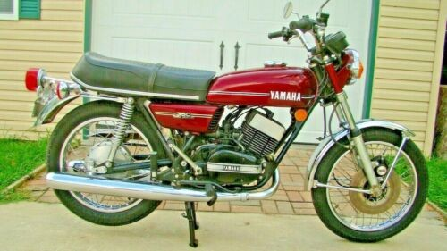 1974 Yamaha RD350 Ruby Red (purple) photo