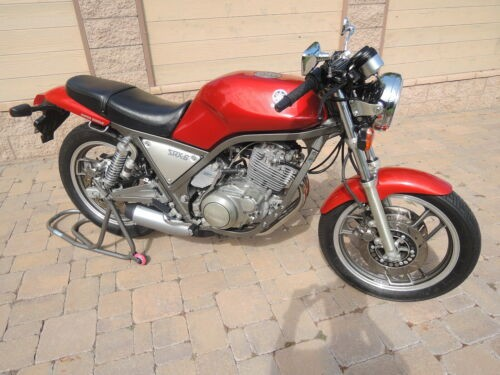 1986 Yamaha SRX600 Red photo