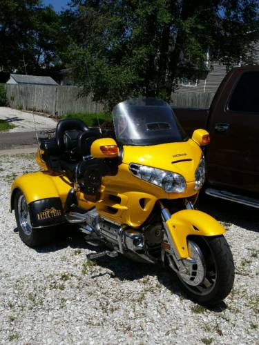 2001 Honda Gold Wing Yellow photo