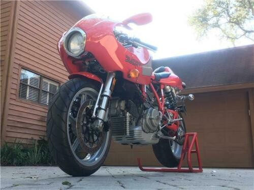 2002 Ducati Superbike 900E Red photo