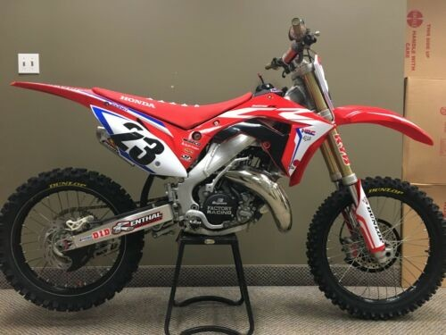2004 Honda CR  photo