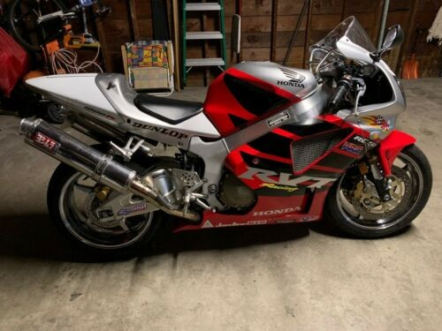 2004 Honda RC51 Red photo