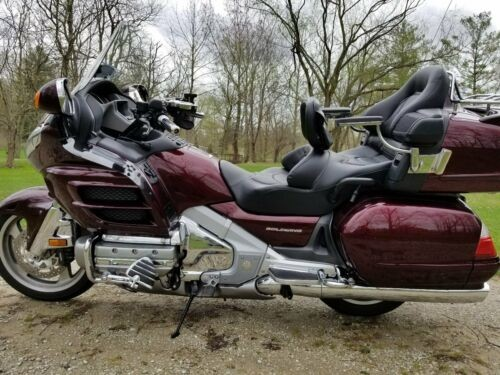 2006 Honda Gold Wing Black cherry metallic photo