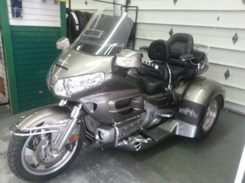 2006 Honda Gold Wing Silver photo