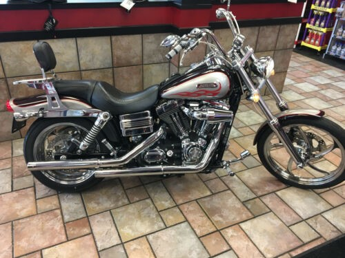 2007 Harley-Davidson Dyna Burgundy photo