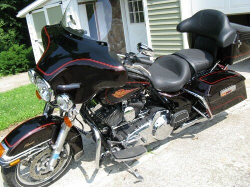 2011 Harley-Davidson Touring Merolt/vivid Black photo