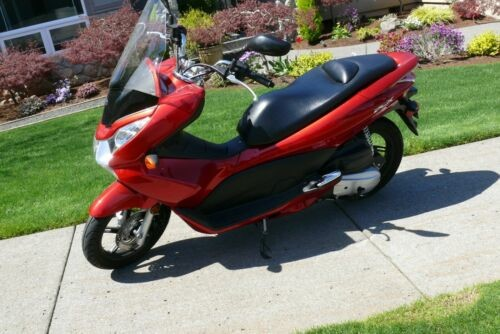 2011 Honda PCX 125 Red photo
