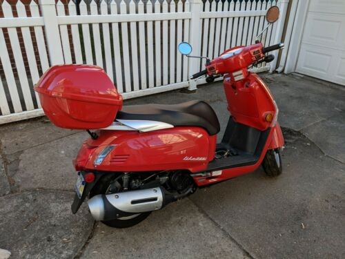 2011 Kymco Like 200i Red photo