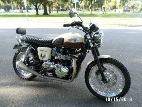 2011 Triumph bonneville Brown photo