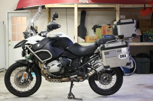 2012 BMW R-Series White photo