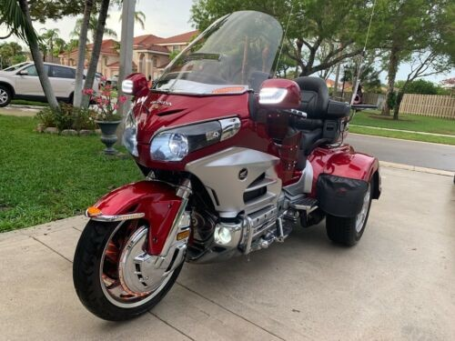 2012 Honda Gold Wing Red photo