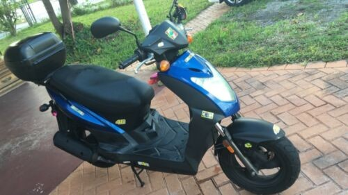 2013 Kymco 125cc Agility Blue photo