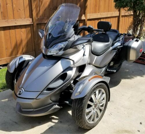 2014 Can-Am Spyder Silver photo