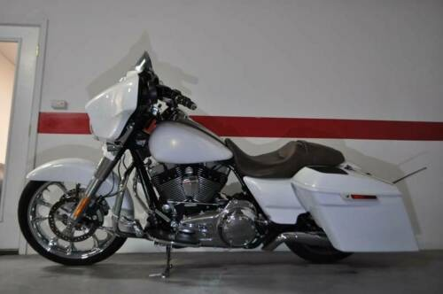 2014 Harley-Davidson Touring White photo