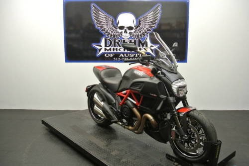 2015 Ducati Diavel Carbon -- Red photo