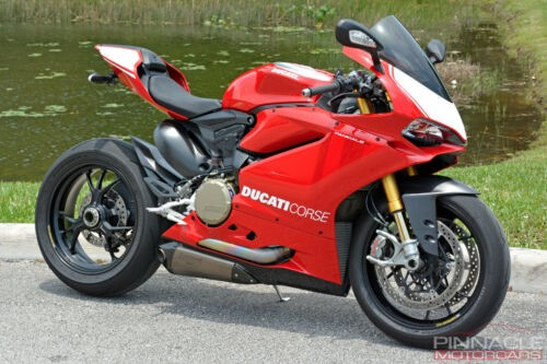 2015 Ducati Superbike Red photo