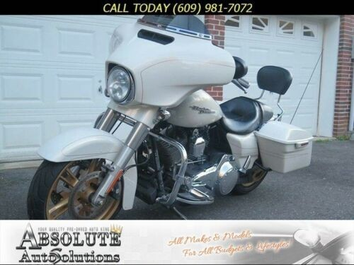 2015 Harley-Davidson FLHXS STREET GLIDE SPECIAL STREET GLIDE SPECIAL White photo
