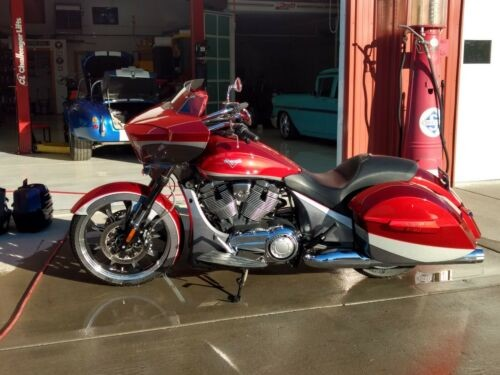 2015 Victory Magnum Red photo