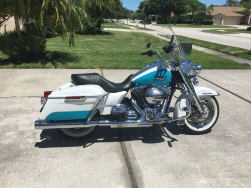 2016 Harley-Davidson FLHR Road King White/Blue photo