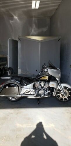 2016 Indian Chieftain Black/silver photo