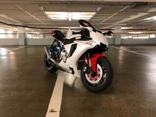2016 Yamaha YZF-R White photo