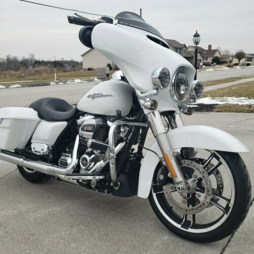 2017 Harley-Davidson Touring Crushed Ice Pearl photo