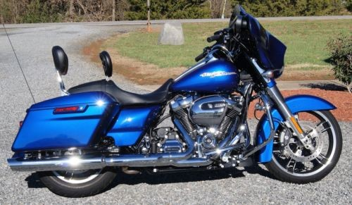 2017 Harley-Davidson Touring Superior Blue photo