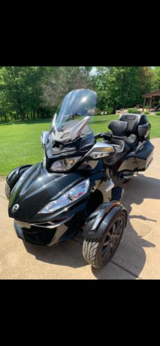 2014 Can-Am Spyder Glossy Black photo