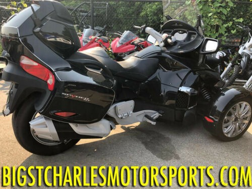 2016 Can-Am Spyder RT 6-Speed Manual (SM6) Gray photo