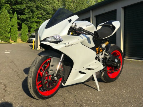 2016 Ducati Superbike White photo