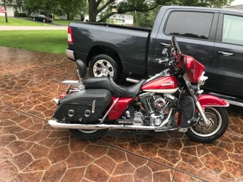 2001 Harley-Davidson Touring red and white photo