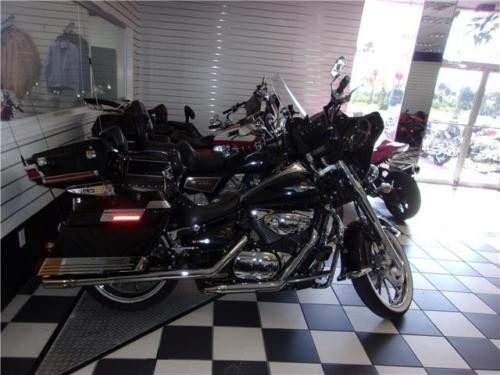 2005 Suzuki Boulevard CUSTOM Black photo