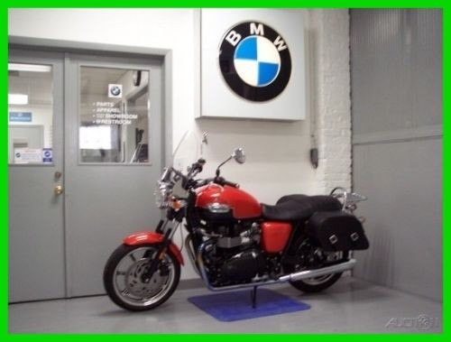 2013 Triumph Bonneville Orange photo