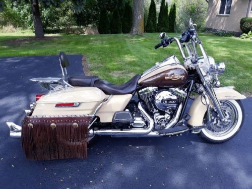2014 Harley-Davidson Touring Sand cream and Canyon brown craigslist
