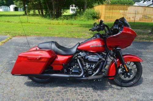 2018 Harley-Davidson Touring Red photo