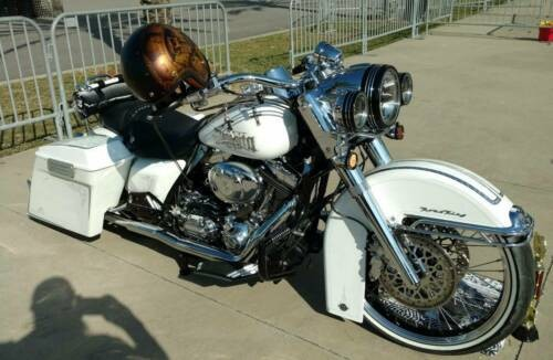 2003 Harley-Davidson FLHRCI Road King® Classic SILVER LEAF/PINSTRIPE White for sale