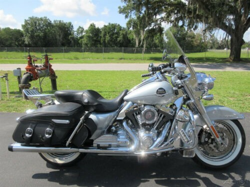 2010 Harley-Davidson Touring Road King® Classic Silver for sale