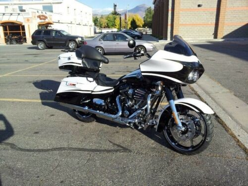 2012 Harley-Davidson Touring White Gold pearl + Starfire Black for sale