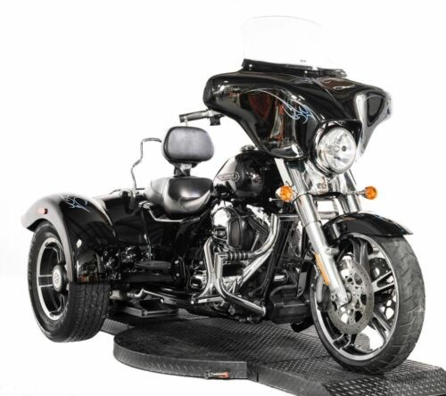 2015 Harley-Davidson Touring Vivid Black with Blue Tribal Inlay for sale