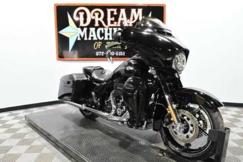 2016 Harley-Davidson FLHXSE - Screamin Eagle Street Glide CVO -- Carbon Dust and Phantom Flames for sale craigslist