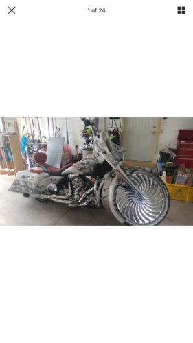 2008 Harley-Davidson Touring Custom white and air brush for sale