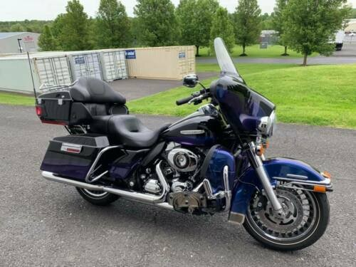 2010 Harley-Davidson Touring Diamond Ice and Vivid Black 2-Tone for sale