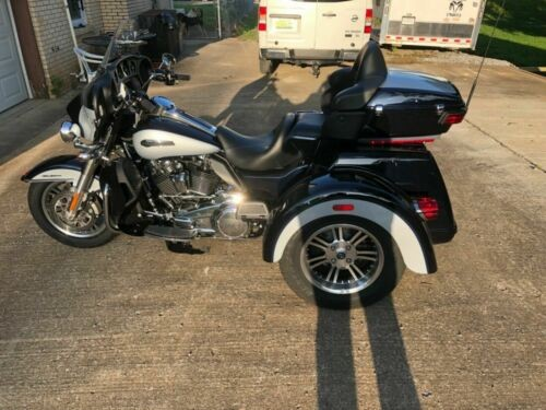 2019 Harley-Davidson Touring Blue and silver two tone for sale