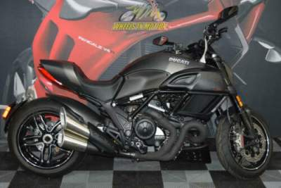2017 Ducati Diavel Carbon Asphalt Grey and Matt Carbon Carbon for sale